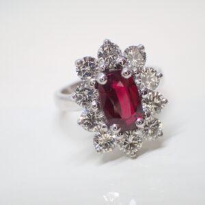 Bague entourage rubis diamants sur griffes