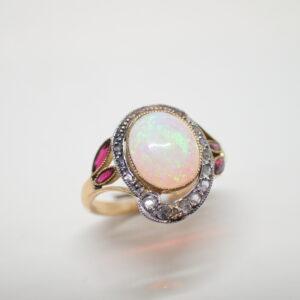 Bague Art Nouveau rubis opale et diamants
