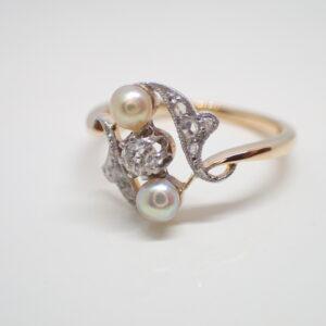 Bague diamants et perles fines