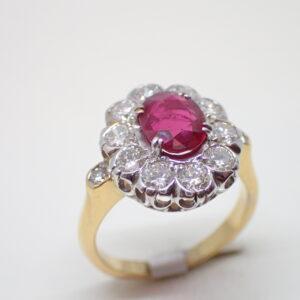Bague pompadour ovale rubis diamants