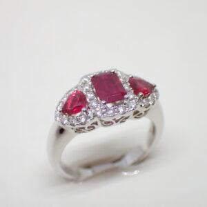 Bague riviere rubis et diamants
