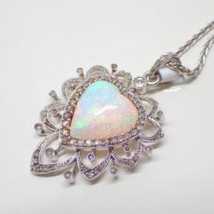 Pendentif opale coeur d'Australie et diamants