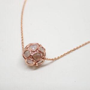 Pendentif et chaine or rose et diamants