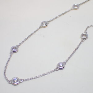 Collier or blanc diamants en serti clos