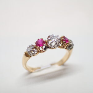 Bague riviere diamants et rubis de synthese