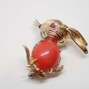 Broche or et corail « lapin »