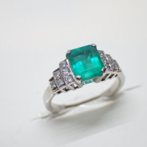 Bague style Art Déco emeraude et diamants