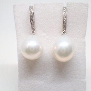 Paire de pendants d'oreilles diamants et perles poires