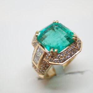 Bague or, diamants et exceptionnelle émeraude